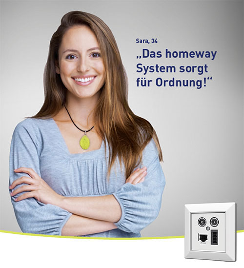 Frau ist zufrieden mit dem optimalen Heimnetzwerk von homeway